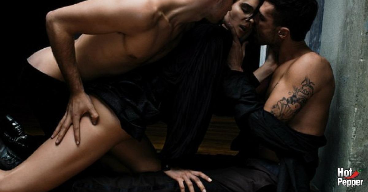 mulher com dois homens 620x330 - 06 Posições Sexuais para um Ménage Inesquecível