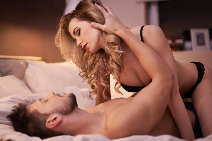 sexo casal reacao - Posição cavalgada: como fazer e ter mais prazer com essa deliciosa posição sexual.