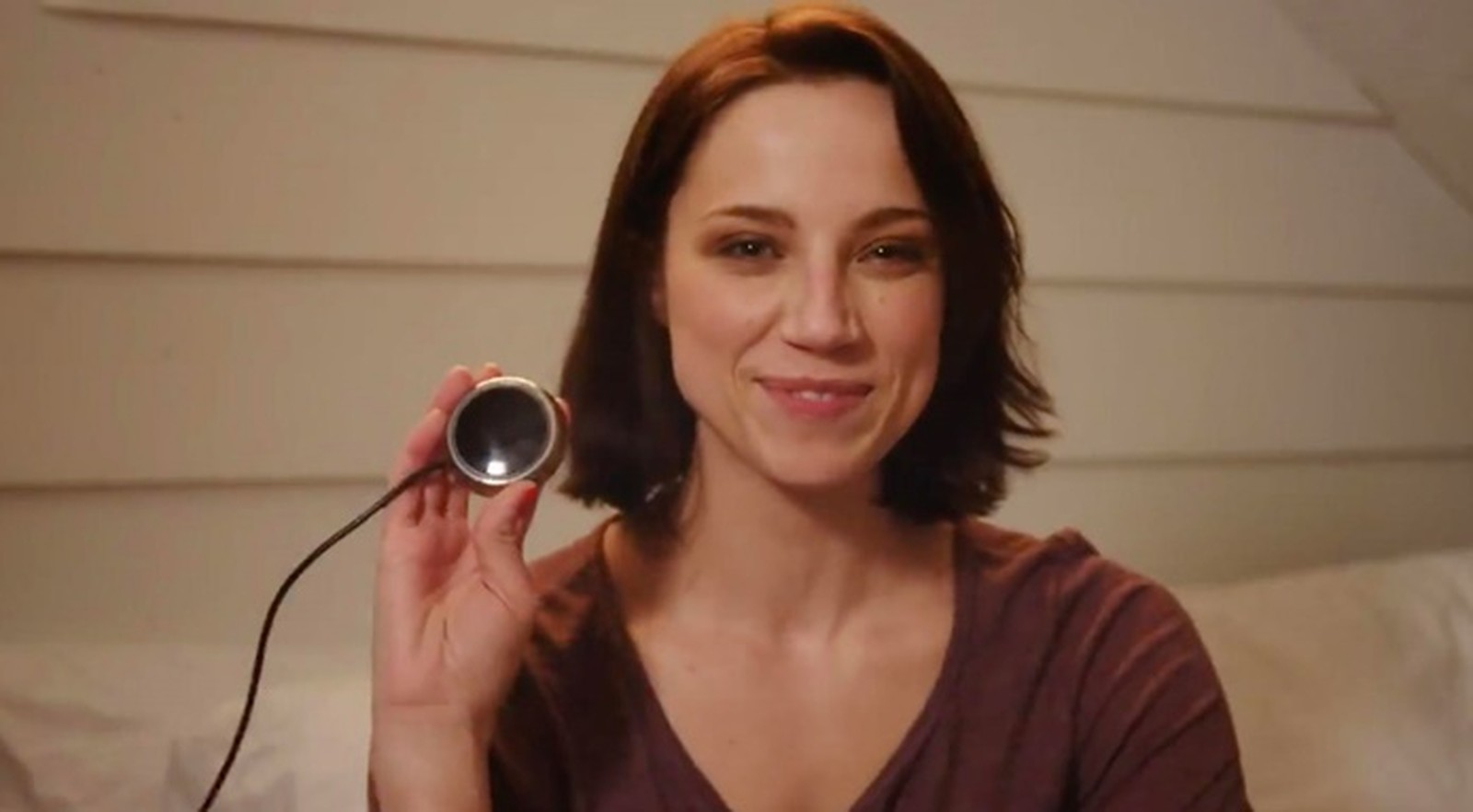love synv mulher - LoveSync: o dispositivo que avisa ao seu parceiro quando você quer transar.