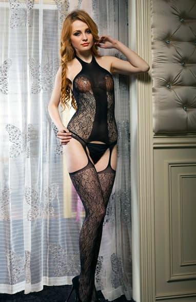 Uma ruiva usando uma lingerie sensual