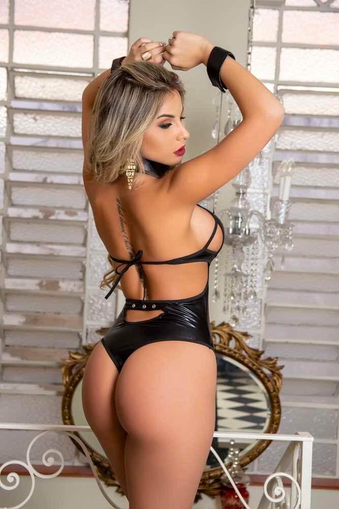 Realize suas fantasias BDSM com muito estilo e sensualidade. Um body sexy que mostra, com muita elegância, o que a mulher tem de melhor.