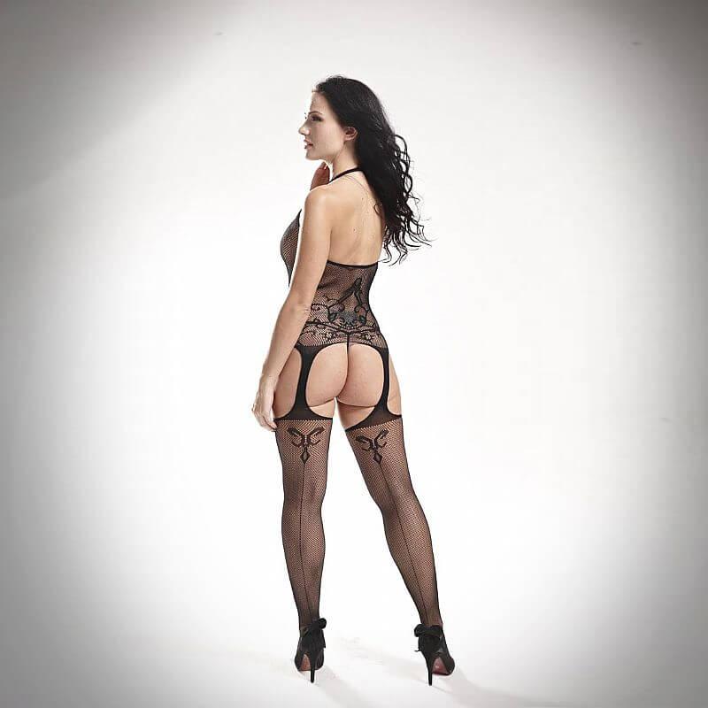 uma linda mulher usando um macacão bodystocking rendado monalise preto